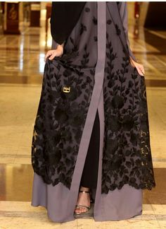 I just love this design Niqab Fashion, Fashion Dresses, Muslim Women Fashion, Womens Fashion, Abaya Pattern, Modern Abaya, Modele Hijab, Muslim Dress, Hijab Dress