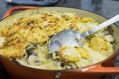 Gratin de batatas, cogumelos e queijo parmesão.