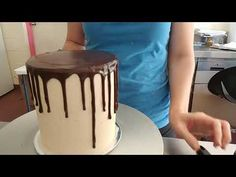 Part 2 (part one is crumb coat). Final coat on the cake plus drip and chocolate top. Ganache used was a ratio. Bolo Drip Cake, Drip Cakes, Chocolate Topping, Chocolate Ganache, Chocolate Drip Cake Tutorial, Cake Receipe, Cakes Plus, Pastel, Buttercream Cake
