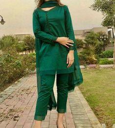 Beautiful Pakistani Dresses, Pakistani Dresses Casual, Pakistani Dress Design, Casual Dresses, Simple Dresses, Dress Outfits, Stylish Dress Book, Stylish Dresses For Girls, Fancy Dress Design