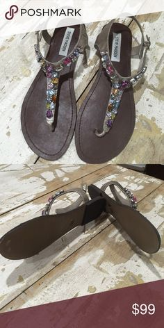 Steve Madden Thong jeweled Sandal- Sz 9.5 Like New- Barely Worn. Great Decorative Jewel Accents Steve Madden Shoes Sandals