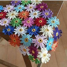100 Crochet Flowers + Diagrams ( Part 2 ) Crochet Flower Tutorial, Crochet Flower Patterns, Flower Applique, Crochet Flowers, Crochet Daisy, Love Crochet, Easy Crochet, Single Crochet, Granny Square Crochet Pattern