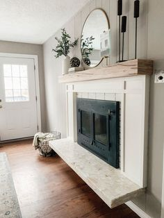 Most current Pictures small Fireplace Remodel Concepts 20 Small Fireplace Makeover Ideas Fireplace Remodel, Living Room With Fireplace, Small Fireplace, Fireplace Mantle Decor, Mantle Decor, Home Decor, Farmhouse Fireplace, Fireplace, Fireplace Makeover