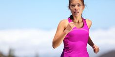 Comment s'alimenter le matin avant d'aller courir ? Que prendre juste avant la séance de sport ou pendant une épreuve longue durée ? Toute sportive a déjà été confrontée à ces questions. Sur de nombreux points, la nutrition sportive peut constituer une alternative intéressante en fonction de vos objectifs. Explications avec Marion Rouxel, diététicienne et nutritionniste pour Overstim.s.