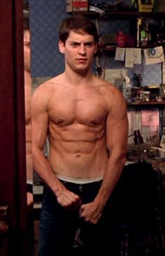 tobey maguire spiderman body
