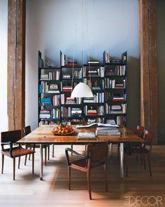 Volpe Loft via Elle Decor dining room / bookcases Elle Decor, Urban Loft, Home Libraries, Square Tables, Interiores Design, Feng Shui, Interior Inspiration, Bookshelves, Decoration