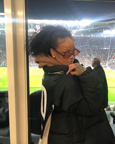 Rihanna pictured watching Cristiano Ronaldo & teammates in UEFA champions league clash against Atletico Madrid Mode Rihanna, Rihanna Style, Rihanna Fenty, Manequin, Vogue, Bad Gal, Uefa Champions League, Reaction Pictures, Te Amo