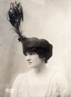 Women's Hats, 1913-1915 | Retronaut  Crazy feather !