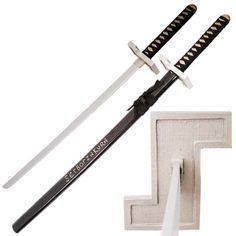 Swordsswords has always provided you with excellent anime swords. Now, we will like to introduce to you the Grimmjow Jeagerjaques Zanpakuto Sword from world famous Animes. This sword is one marvelous masterpiece. Ninja, 15 Year Old Boy, Bleach Manga, World Famous, Katana, Anime Shows, Made Of Wood, Samurai, Weapons