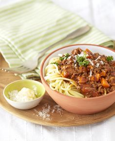 Traditional Spaghetti Bolognaise: The taste of Italy - a rich, meaty sauce, choice herbs and bellissimo flavours. #Knorr #SpagBol