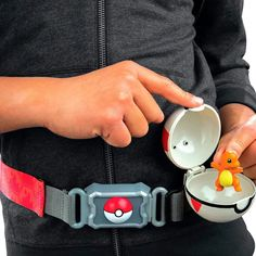 Cinto Pokémon Clip N' Carry com Pokébola + Charmander Pokemon Charmander, Bulbasaur, Pikachu, Go Master, Tomy Toys, Pokemon Sets, Toy 2, Best Kids Toys, Toys For Girls
