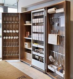 Hottest Free modern kitchen storage Suggestions Kitchen shelving is recognized to alternate from sorted to be able to disorder while in the close your lids of. Küchen Design, House Design, Design Ideas, Bulthaup Kitchen, Cocina Diy, Diy Kitchen Cabinets, Kitchen Furniture, Furniture Storage, Storage Cabinets