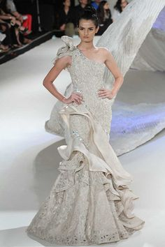 Gaurav Gupta at India Couture Week 2016 Indian Fashion Trends, Indian Designer Outfits, Designer Gowns, Asian Fashion, Wine Dress, Tunic Designs, Pakistani Bridal Wear, Gowns Of Elegance, Couture Week