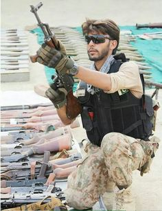 Soldier Inspects the Arms Pakistan Defence, Pakistan Armed Forces, Pakistan Zindabad, Military Personnel, Military Police, Pak Army Quotes, Air Force Fighter Jets, Army Photography, Pak Army Soldiers