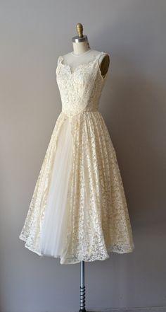 vintage 1950s Tres Leches lace dress #vintagewedding