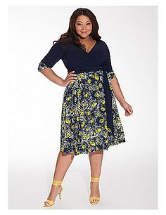 The Bellissima Dress in NavyDaffodil truly is bellissima! Roll the contrast patterned cuffs up or down, use it's included wrap belt or choose a different one from your own closet - there is no wrong way to wear this versatile day to night dress. Add flats or leather strappy sandals for a casual look or pumps for the office. sonsi.com