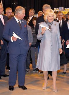 Camilla, Duchess of Cornwall and Prince Charles, Prince of Wales throw paper aeroplanes with the Prime Minister of Canada Stephen Harper at Stevenson Campus Air Hanger, Winnipeg, Canada - May 2014 Camilla Duchess Of Cornwall, Duchess Of Cambridge, Prince And Princess, Princess Diana, Camilla Parker Bowles, Royal Clothing, Prince Phillip, Herzog, Prince Of Wales