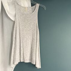 LF Sam & Emma • knit top Love but don't normally reach for it. Signs of wear, I think there were light marks on it. I haven't tried dry cleaning or spot removals. Reduced from $45. Final sale LF Tops