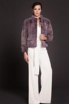 Cazadora de Lomos de Visón Malva en horizontal. #cazadora #jacket #moda #fashion #peleteria #fur #chic #glamour