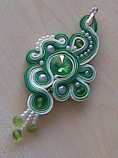 jeden z prvních výtvorů Soutache Tutorial, Soutache Pendant, Soutache Jewelry, Diy Couture, Ribbon Embroidery, Silk Ribbon, Shibori, Wearable Art, Seed Beads