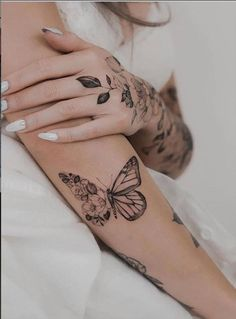 20 Beautiful flower tattoo design for woman to be more confident and unique! - Cozy Living Mini Tattoos, Cute Small Tattoos, Sexy Tattoos, Cute Tattoos, Body Art Tattoos, Sleeve Tattoos, Butterfly Tattoo Designs, Mandala Tattoo Design, Tattoo Designs For Women