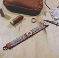 how to do the double snowflake braid Sami bracelet Bone Jewelry, Leather Working, Handicraft, Snowflakes, Braids, Bracelets, Image, Silver, Leather