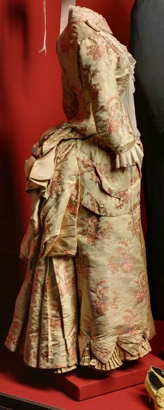 Business dress of Empress Maria Fyodorovna, Russia (?), 1885-86. Gros-de-Tours, satin, reps, Brussels lace. State Hermitage Museum, via http://www.hermitage.guide/costume/costume1.html. CLICK FOR VERY LARGE IMAGE.