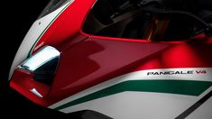 Panigale-V4-MY18-Tri-Colours-Livery-04-Slider-Gallery-1920x1080.jpg 1,920×1,080ピクセル