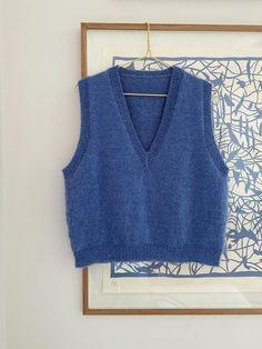 Strikkeopskrift: Vest med v-hals fra My Favorite Things Knitwear | costume.dk Knit Vest Pattern, Diy Clothes, Clothes For Women, Hand Knitting, Knitwear, Knit Crochet, Fashion Outfits, Elegant, Sweaters