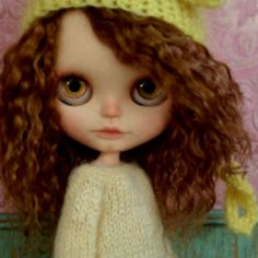 Curly hair blythe Blythe doll with wool cap
