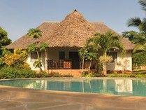 Villa Sunshine, für Ihren Traumurlaub in Kenia ? Wie wäre es mit einem Paket aus der Villa Sunshine für 2 Wochen und in der MItte mit einer spannenden Safari über 4 Tage zum Fuß des Kilimandscharo.  Jeep Safaris Kenia mit Umbrella Safaris #Safari