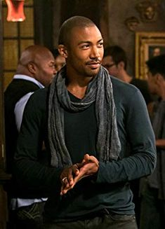 """The Originals -- """"Girl in New Orleans"""" -- Image Number: -- Pictured: Charles Michael Davis as Marcel -- Photo: Tina Rowden/The CW -- © 2013 The CW Network, LLC. All rights reserved The Originals Episode 1, Marcel The Originals, Vampire Diaries The Originals, Charles Michael Davis, Danielle Campbell, Daniel Gillies, Joseph Morgan, Claire Holt, Moda Masculina"""