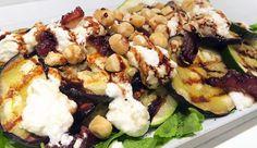Vega: Couscous met geitenkaas, gegrilde groentes, dadels, hazelnoten, rucola en balsamicosiroop