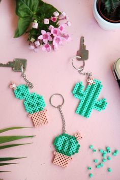 DIY gift: cactus keychain with Hama bow beads Perler Bead Designs, Hama Beads Design, Diy Perler Beads, Perler Bead Art, Pearler Beads, Diy Perler Bead Keychain, Diy Perler Bead Crafts, Hama Beads Coasters, Melted Bead Crafts