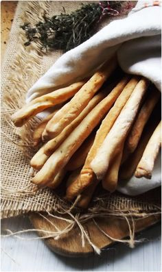 Kitchen in green: Grissini with thyme and garlic Spoon Bread, Bread Stick, My Daily Bread, Yeast Bread Recipes, Tasty Bites, Pasta, Artisan Bread, Sweet Bread, My Favorite Food