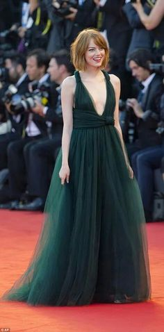 Emma Stone dazzles in plunging emerald green gown for Birdman premiere Celebrity Red Carpet, Celebrity Dresses, Celebrity Style, Sexy Dresses, Nice Dresses, Estilo Emma Stone, Emma Stone Red Carpet, Emerald Green Gown, Emma Stone Style