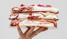 Das Geheimnis des Pavlova-Kuchens - Tipy a recepty - Dessert Meringue Pavlova, Tiramisu, Icing, Cheesecake, Food And Drink, Eat, Ethnic Recipes, Cakes, Pavlova Cake