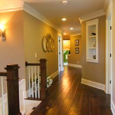 Dark wooden floors ; white triming ; and warm walls ; LOVE!