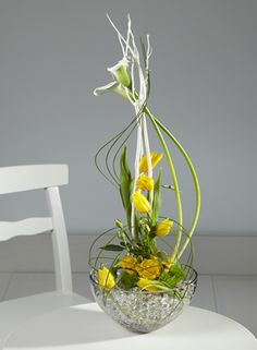 Bouquet moderne vertical vert anis et jaune. #bouquet #jaune #vert #anis #moderne #artfloral