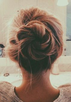 Image via We Heart It https://weheartit.com/entry/157617857/via/3646164 #brown #bun #girl #hair #messy #pretty