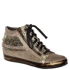 #Sneaker #Khrio in camoscio laminato beige http://www.tentazioneshop.it/scarpe-khrio/sneaker-24074-platino-khrio.html
