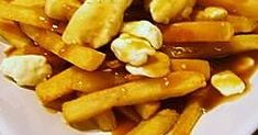 An indulgence of fries, gravy and cheese. Side Dish Recipes, Low Carb Recipes, Cooking Recipes, Potato Side Dishes, Vegetable Side Dishes, Canadian Food, Canadian Recipes, Homemade Chicken Gravy, Food Dishes