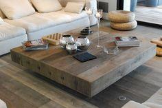 Mobilier en bois à Bruxelles. Table, console, bibliothèque