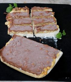 Snickers is uten sukker - LINDASTUHAUG Chocolate Sweets, Healthy Chocolate, Healthy Desserts, Raw Food Recipes, Strawberry Shortcake Cupcake, Sugar Free, Nom Nom, Diabetes, Food And Drink