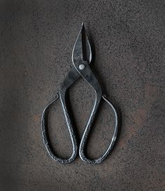 Tajika Branch & Root Shears  Maker: Tajika Haruo Ironworks Made in Japan  Tajika Haruo Ironworks , located in Ono City, northeast of Kobe, has been producing high quality handcrafted scissors and shears for over four generations since its founding in the Showa Period.  Father and son, Takeo and Daisuke Tajika, forge, shape and sharpen each piece by hand using techniques handed down by their forbears.