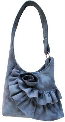 You SEW Girl: felted wool sling bag patternFelt Bag - w/Ruffle Flower - like this detail for the bottom of a skirt or jacket. Just add a ruffle and end it in a swirl flower.Sling bag pattern, with a bit of a ruffly rose made from the off-cut selvedge Diy Jeans, Diy Sac Pochette, Diy Tote Bag, Tote Bags, Sling Bags, Mk Bags, Denim Handbags, Denim Purse, Fabric Bags