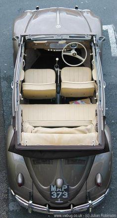 Superb early cabriolet VW Coccinelle Cabriolet beetle at Brighton Breeze. Vw Coccinelle Cabriolet, E90 Bmw, Kdf Wagen, Vw Vintage, Vw T1, Volkswagen Golf, Vw Beetles, Old Cars, Motor Car