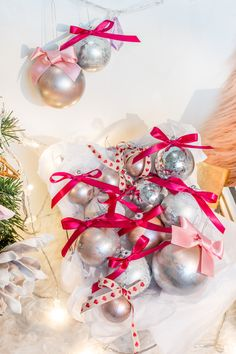 Ornament Wreath, Ornaments, Christmas Wreaths, Holiday Decor, Home Decor, Christmas Garlands, Homemade Home Decor, Holiday Burlap Wreath, Christmas Decorations