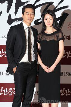 韓国・ソウル(Seoul)のシネマコンプレックス(複合映画館)「CGV」往十里(Wangsimni)店で開かれた、映画『人間中毒(Obsessed)』のマスコミ向け試写会に出席した俳優ソン・スンホン(Song Seung-Heon、左)とイム・ジヨン(Lim Ji-Yeon)(2014年5月7日撮影)。(c)STARNEWS ▼14May2014AFP|韓国映画『人間中毒』、プレス向け試写会開催 http://www.afpbb.com/articles/-/3014844 #Wangsimni #Obsessed #Song_Seung_Heon    ----  proud  Pornstars