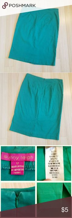 Kelly Green Pencil Skirt in Size 12 Kelly green pencil skirt in size 12. Runs small. GUC, has some fading at the zipper and hem shown in the third pic at the bottom. Love this skirt, but getting rid of it because I despise ironing. Sunny Leigh Skirts Pencil